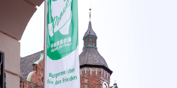 Flagge der 'Mayors for Peace'